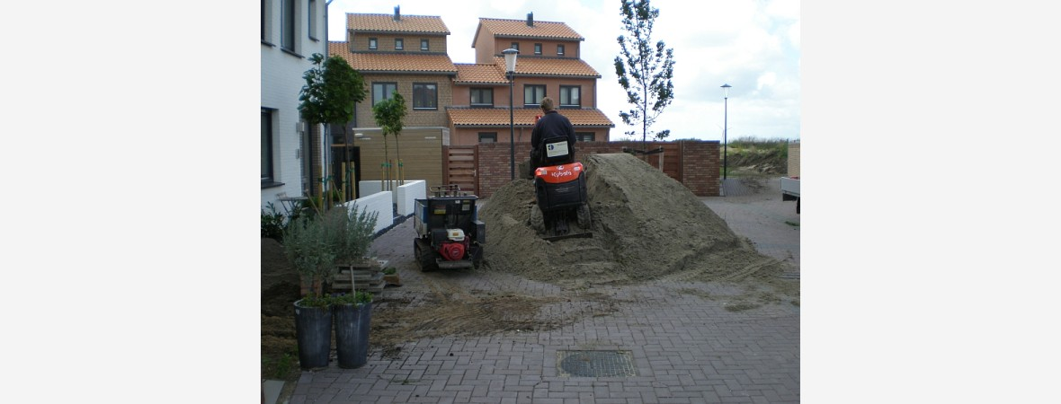 Tuin renovatie, door het aanvullen van grond in Assendelft.